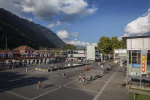 Herbstansicht Bahnhofplatz Interlaken Ost, September 2018 (Foto: Angela Grimm)