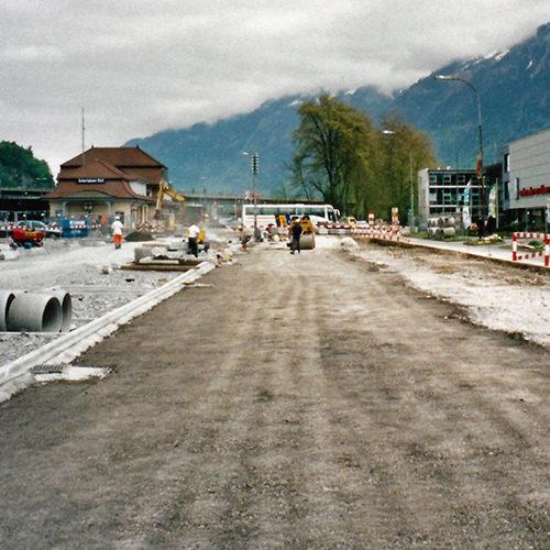 Interlaken Ost, Bau der Flaniermeile Baumdach nach Abriss des Baracken-Holzbaus